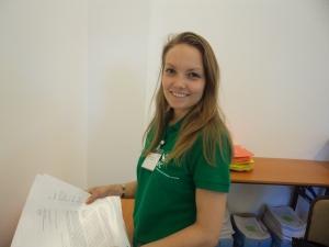 Stud. theol. Janni Persson er steward på KEKs generalforsamling.